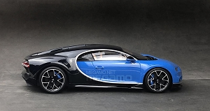 1/18 Kyosho Bugatti Chiron Blue Black Closed Bodyshell Black Diecast Model