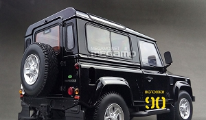 1/18 Kyosho Land Rover Defender 90 D90 Short Wheel Base 3 Door Santorini Black
