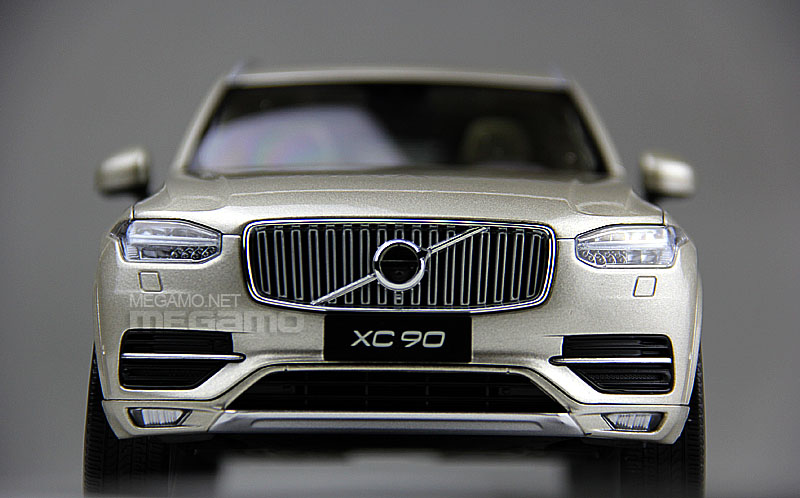 1 18 Csm Volvo Xc90 7 Seats Suv 2015 Gold Dealer Edition