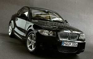 1/18 BMW Dealer e82 125i 130i 135i M-Pack Coupe Met Black Kyosho N52 L6 Engine
