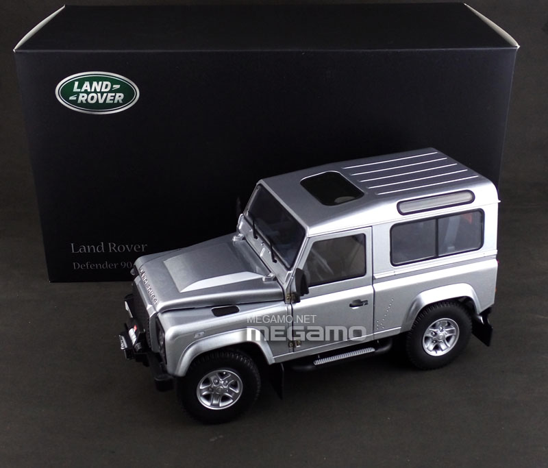 1/18 Kyosho Land Rover Defender 90 Short Wheel Base 3 Door