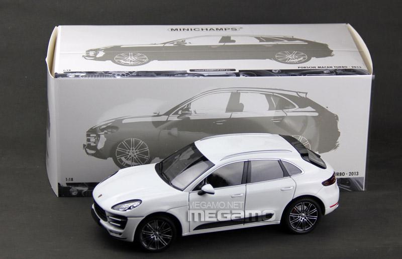 1 18 Minichamps Porsche Macan Turbo 2013 Black White