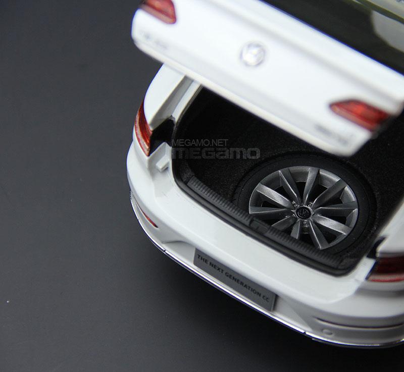 1/18 Volkswagen VW All New 2018 CC Gold White